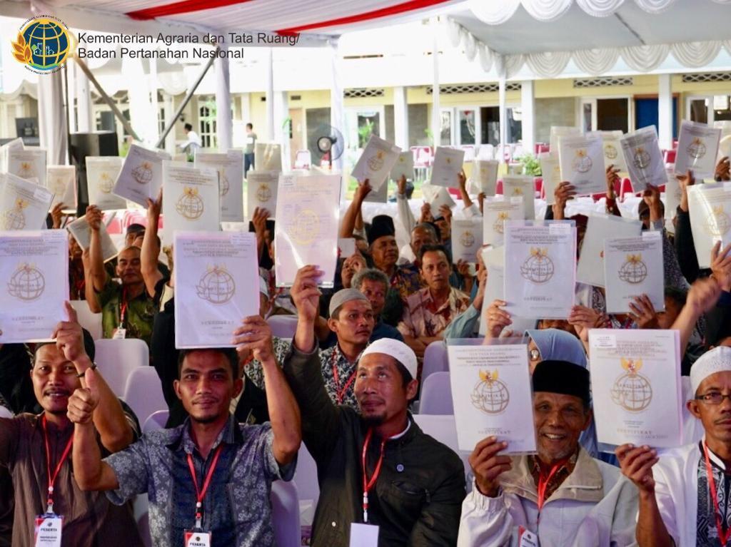 Cegah Sengketa Tanah, ATR/BPN Serahkan 1.507 Sertifikat Tanah Wakaf