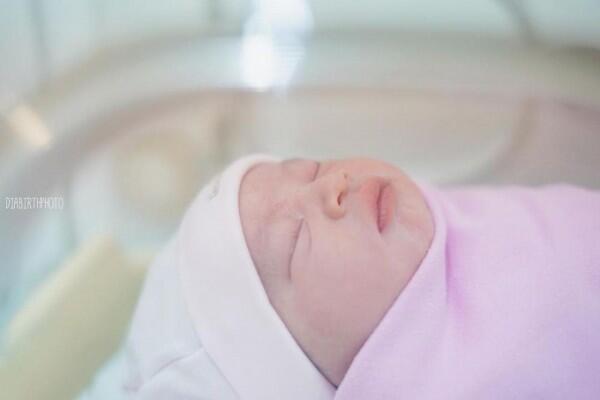 10 Momen Bahagia Kelahiran Anak Kedua Aryani Fitriana & Donny Michael