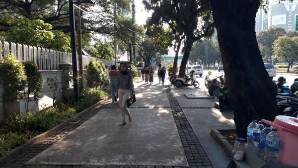 5 Pelanggaran yang Kerap Terjadi di Trotoar Ibu Kota