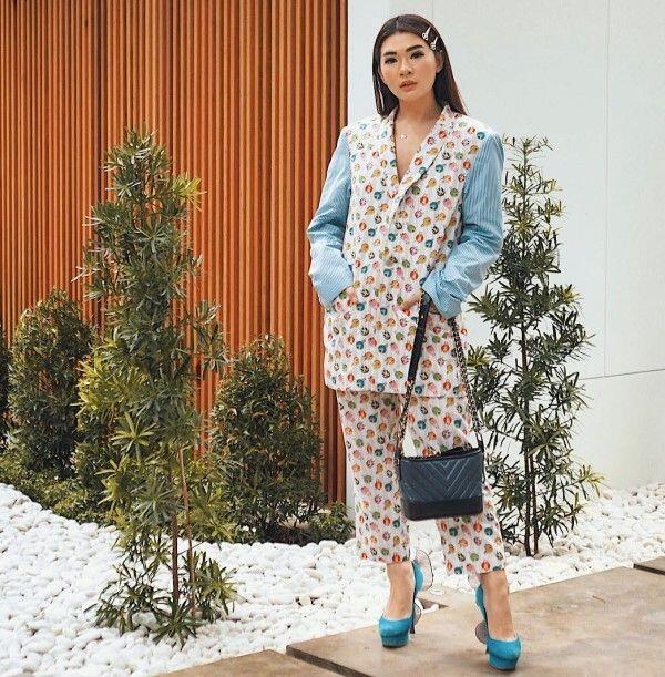 10 Ide Outfits Feminin Ala Anaz Siantar, Influencer yang Kece Abis!