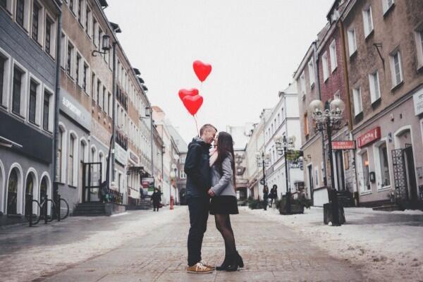 Bro, 5 Ide Kencan Minim Budget Ini Gak Kalah Romantis & Spesial