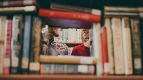 Ups, Ini 5 Suka Duka yang Dirasakan Cowok Saat Punya Pasangan Sibuk