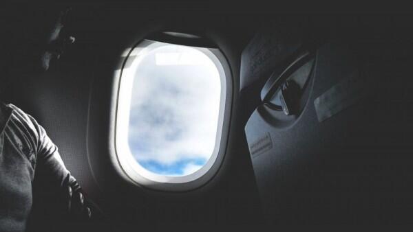 Dua Sandaran Tangan di Pesawat Haknya Siapa, Ini Jawabannya!