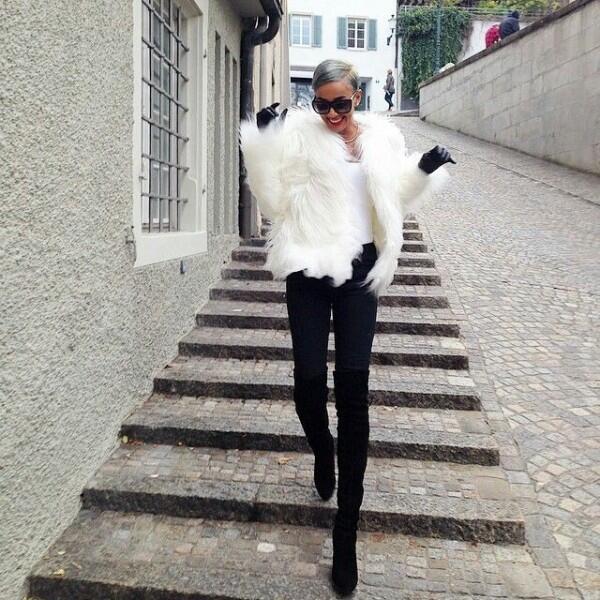 9 Monochrome Style ala Kimmy Jayanti, Tampak Classy & Stunning Abis!