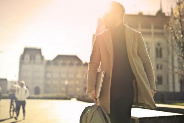 Menurut Psikologi, 6 Cara Ini Bikin Auramu Terlihat Menarik