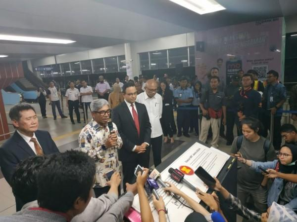 Anies: OB dan CEO Bisa Naik dalam Gerbong MRT yang Sama