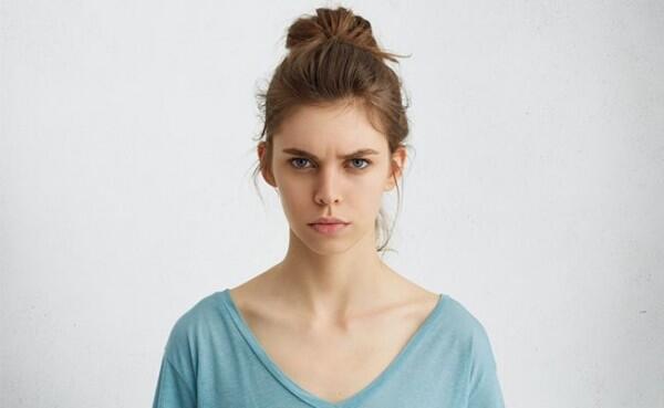 Walaupun Masih Umur 20an, Ini 6 Tanda Kamu Perlu Memakai Anti Aging