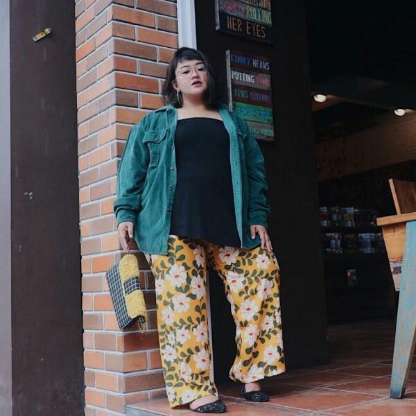 10 Ide Floral Outfit untuk Cewek Bertubuh Big Size, Bagus Banget!