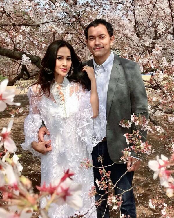 22 Tahun Menikah, 10 Potret Harmonis Diah Permatasari dan Sang Suami