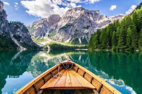 10 Potret Pragser Wildsee di Italia, Bisa Jadi Bucket List-mu Nih!