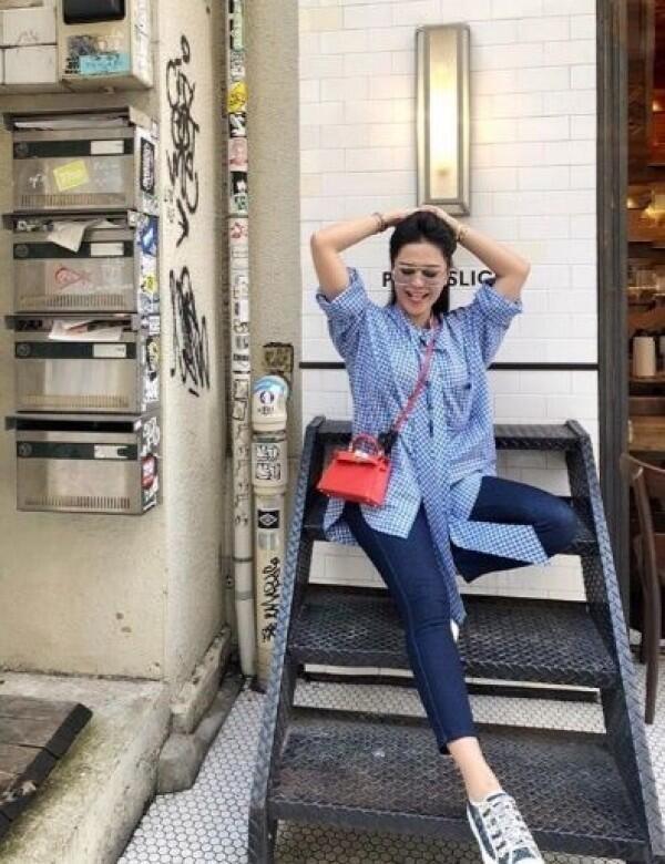10 Potret Vicky Zainal, Kakak Bunga Zainal yang Gak Kalah Cetar