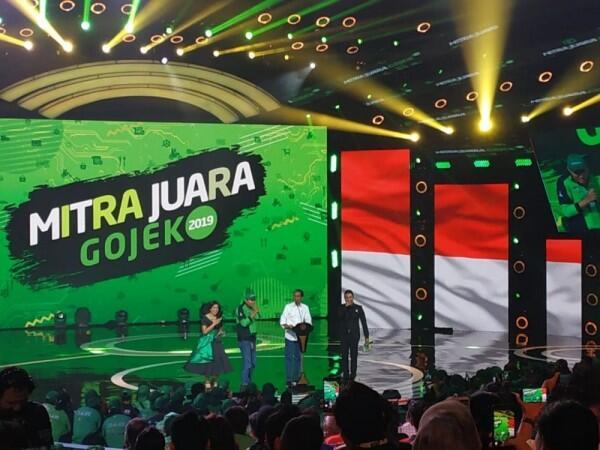 Pernah Antar Sate untuk Jokowi, Driver Gojek Ini Diberi Sepeda