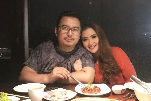 10 Tahun Menikah, 10 Potret Vega Darwanti & Suami yang Bebas Gosip