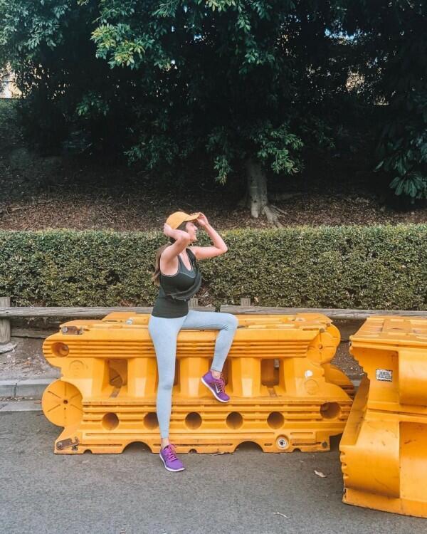 10 Inspirasi Gaya Sporty Rasa Feminin ala Acha Sinaga, Luwes Banget!