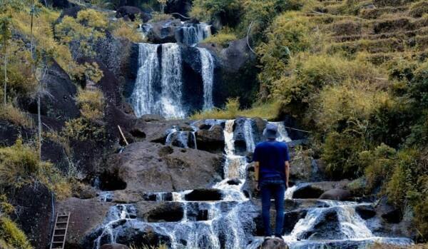 9 Potret Indahnya Air Terjun Kedung Kandang, Asri di Persawahan Yogya