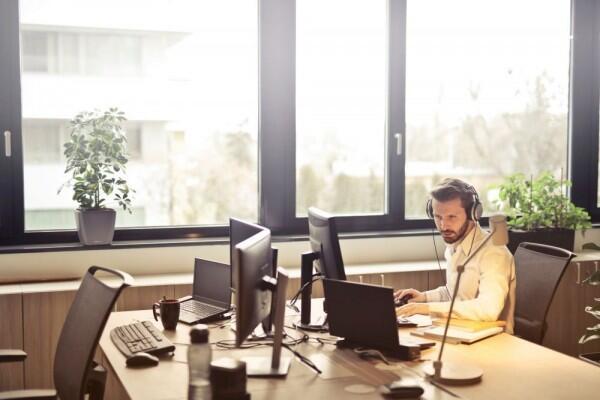 Alasan Mendengarkan Podcast Jadi Alternatif Kegiatan yang Positif