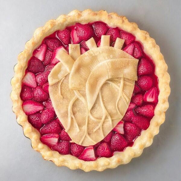 11 Pie Buah yang Uniknya Kebangetan, Yakin Punya Hati buat Makan?