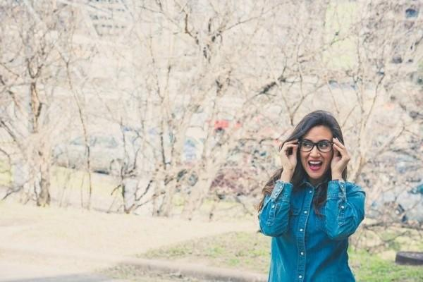 7 Momen yang Cuma Dirasakan Si Kacamata Tebal Sejak Kecil, Kamu Juga?