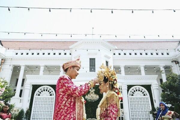 7 Makna di Balik Prosesi Pernikahan Adat Minang, Sakral Banget Lho!