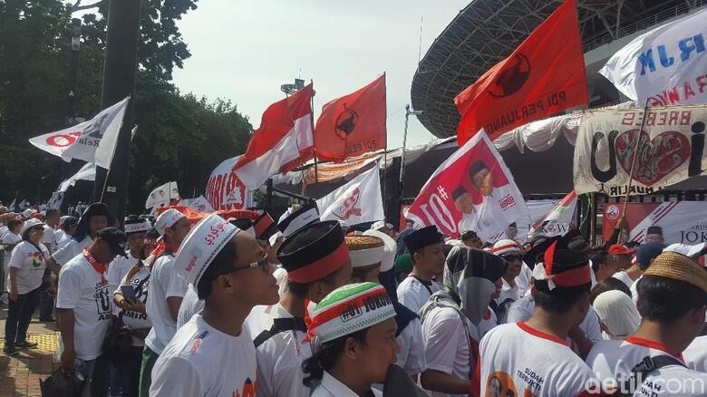 Massa Jokowi-Ma'ruf Mulai Padati Stadion Utama GBK