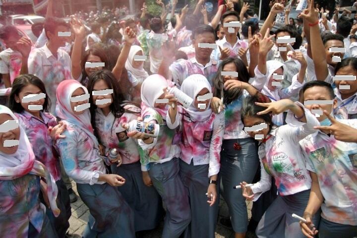 8 Potret Kelulusan SMA bak Lulus Dari Kandang Macan, Compang Camping !