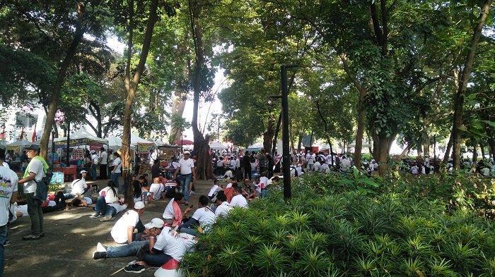 Diusir Keluar Stadion GBK, Relawan Jokowi-Ma'ruf Amin Keleleran di Taman
