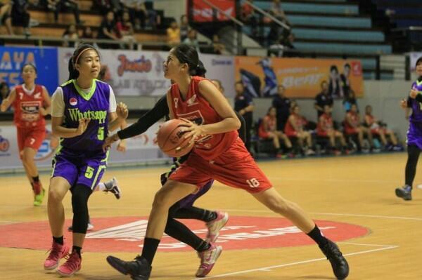 Bintang Lapangan, Ini 10 Potret Energik Sitha Marino Saat Main Basket