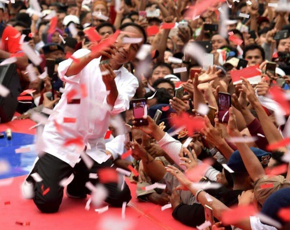 Ustadz Yusuf Mansur Baca Shalawat, Jokowi Malah Asyik Selfie