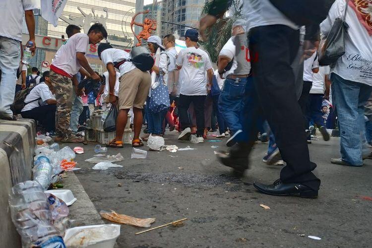 Sampah Berserakan di Sekitar GBK