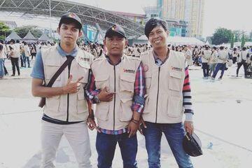 Berpose Salam 2 Jari, Dua Pengawas TPS di Makassar Dipecat