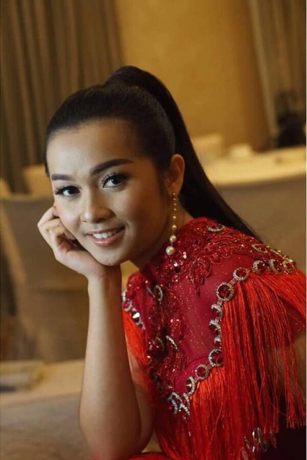 Tampil di Penutupan Debat Pilpres, 10 Potret Terbaru Putri Ayu IMB
