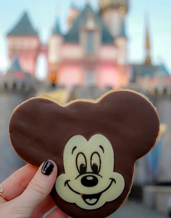 15 Makanan Unik Bertema Mickey Mouse, Bisa Jadi Inspirasi Bisnismu Nih