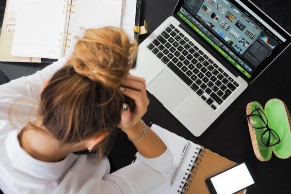 Tanpa Disadari, 6 Hal Ini Bisa Menjadi Penyebab Sakit Kepala Mendadak!
