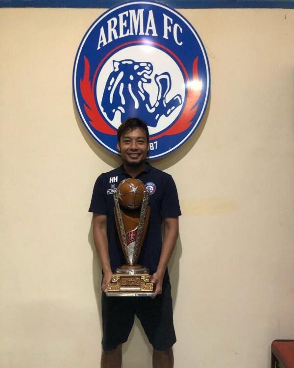 10 Potret Hamka Hamzah Kapten Arema FC Best Player Piala Presiden 2019