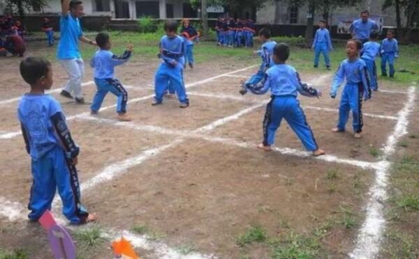5 Permainan Tradisional Ini Bikin Kamu Pengin Jadi Anak Kecil Lagi