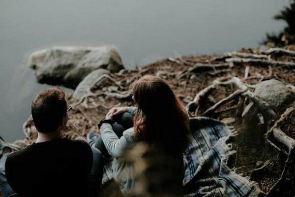 5 Cara Simpel Jadi cewek yang Tak Mudah Jatuh Cinta, Anti Baper!