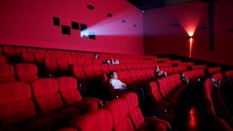 5 Indikator Konyol Ketika Menonton Film