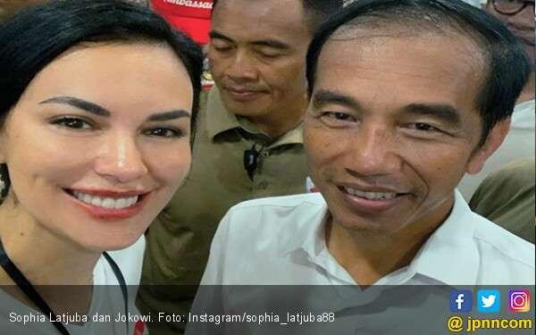 Foto Bareng Jokowi, Sophia Latjuba: Inilah Sikapku
