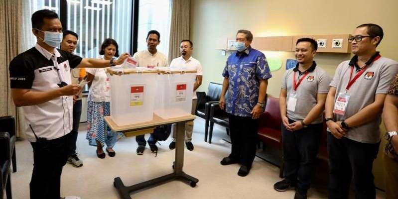 Ani Yudhoyono Mencoblos di Rumah Sakit, Singapura