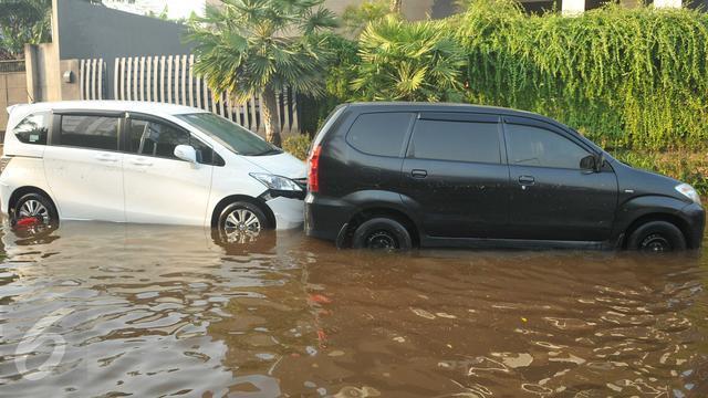 Ketika banjir, knalpot masuk air, jangan panik!..