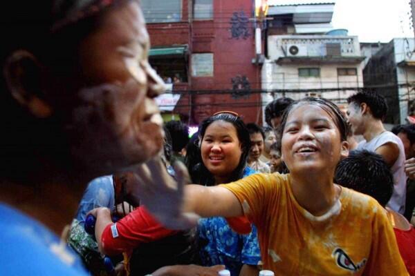 5 Fakta Seru Songkran Festival di Thailand, Basah-basahan!