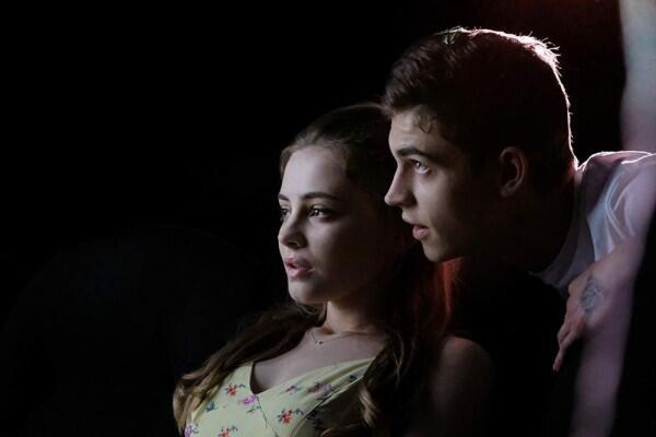 7 Suka Duka Punya Pasangan yang Sama-sama Cuek