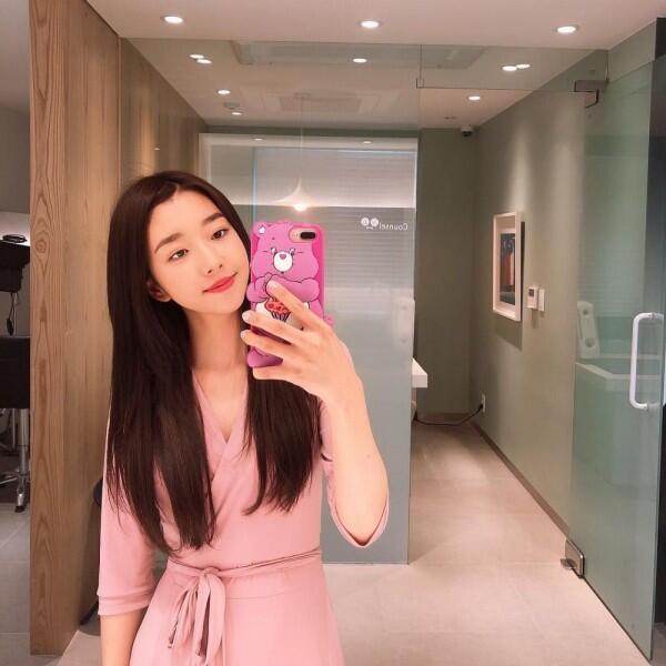 10 Penampilan Kece YouTuber Korea Sunny Dahye Ini Memikat Hati