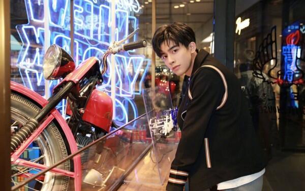 11 Potret Memesona Song Wei Long, Aktor China Sahabatnya Sehun EXO