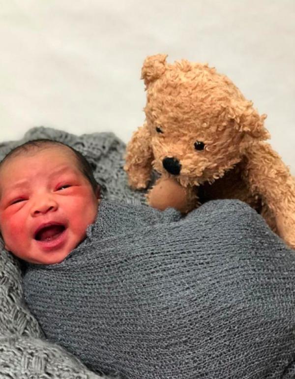 10 Potret Gemas Baby Rumi Putra Intan Nuraini, Fotogenik Banget!