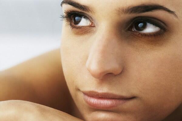 9 Penyebab Lingkar Mata Hitam, Bukan Cuma karena Kamu Kurang Tidur