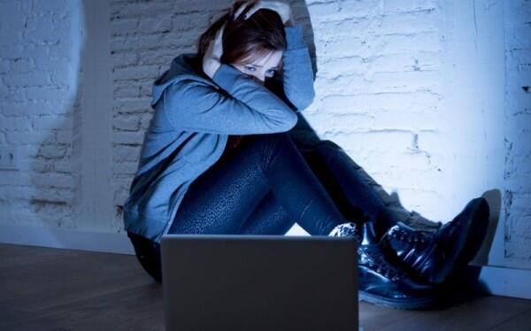 10 Dampak Negatif Internet yang Gak Kamu Sadari