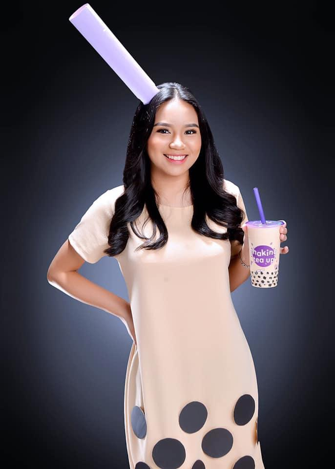 "Kecanduan Bubble Tea Dari SMA, ""MAHASISWI CANTIK"" Ini Wisuda Pakai KOSTUM UNIK!"