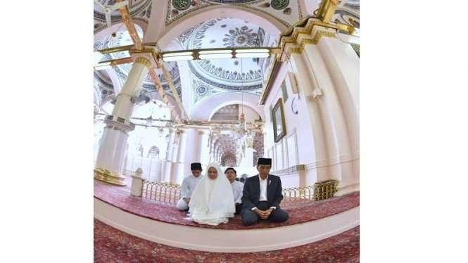 Di Masjid Nabawi, Jokowi Ziarah Makam Rasulullah