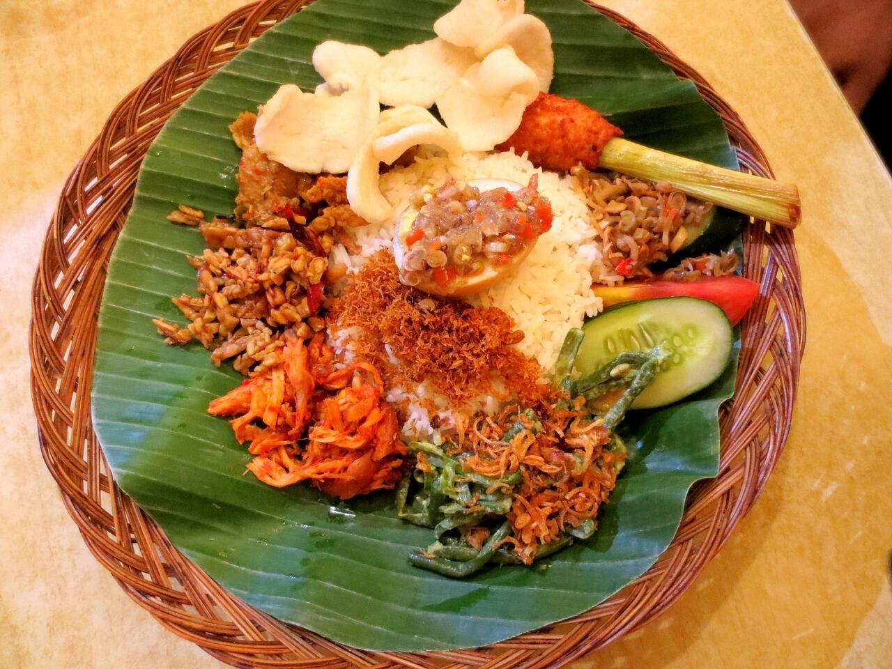Apa Sih Hubungannya Politik dengan Nasi Padang?